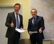 Bei der Unterzeichnung der Servicevereinbarung zum Einsatz von Maerker in Berlin.
