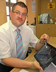 In der Gemeinde Wellheim hat der Bürgermeister die kommunalen Kennzahlen griffbereit auf dem iPad.