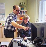 Uwe Brähmig, Fachgruppenleiter Zentrale Verwaltung, und Kerstin Pawlaßek, Systemadministratorin, bei der Stadt Hoyerswerda.