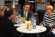 Cornelia Rogall-Grothe im Gespräch mit Databund-Mitgliedern.