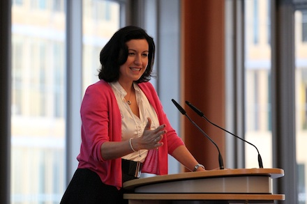 Dorothee Bär, Staatssekretärin beim Bundesministerium für Verkehr und digitale Infrastruktur, ist optimistisch, dass die Breitband-Ziele für 2018 erreicht werden.