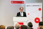 Alexander Dobrindt, Bundesminister für Verkehr und Digitale Infrastruktur, eröffnete den Breitbandgipfel 2015.