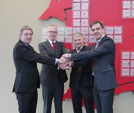regio iT und Trianel bekräftigen ihre Zusammenarbeit und haben einen Kooperationsvertrag unterzeichnet.