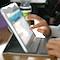 In einem Webinar lernen Interessierte, wie sich schülereigene Geräte in den Unterricht integrieren lassen.