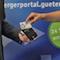 Gütersloh und Volksbank kooperieren, damit die Bürger Kartenlesegeräte für den neuen Personalausweis zu besseren Konditionen erhalten.