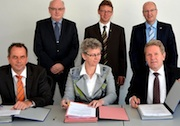 Nach langen Verhandlungen haben die Stadtwerke Hemer und das Unternehmen RWE den Vertrag zur Übernahmen des städtischen Stromnetzes unterzeichnet.