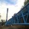 Mit einem 600 Tonnen schweren Spezialkran werden die Turmsegmente im Windpark Kambacher Eck aufeinandergesetzt.