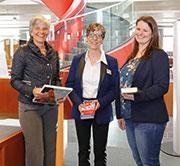 Oberbürgermeisterin Ursula Keck bringt Bücher und IT zusammen.