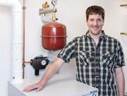 Martin Pieren spart dank der Brennstoffzelle in seinem Keller Heizkosten.