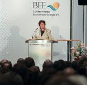 Bundeswirtschaftsministerin Brigitte Zypries (SPD) kündigt auf dem BEE-Neujahrsempfang ein Gesetz für Mieterstrom an.