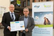 envia-THERM-Geschäftsführer Thomas Kühnert (l.) und Fritz Handrow, Bürgermeister von Kolkwitz, stellen das Beteiligungsangebot am Windpark Kolkwitz vor.