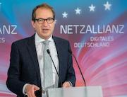 Bundesverkehrsminister Alexander Dobrindt stellt die Zukunftsoffensive Gigabit-Deutschland vor.