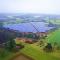 Der Solarpark Malsch wurde auf einem ehemaligen Deponiegelände errichtet.