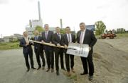 Der erste Spatenstich für den Bau eines Gasmotorenkraftwerks auf der Ingelheimer Aue in Mainz ist erfolgt.