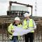 Stadtwerke-Bauleiter Maik Südhoff (l.) und technischer Geschäftsführer Dr. Dirk Wernicke am Fundament der Anlage Raringheide.