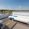 Energiepark Mainz: Elektrolysehalle mit Rückkühlern, Wasserstofftanks und Verdichter-Container.