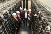Rundgang im Speicher: Das zweite Batteriespeicherkraftwerk der WEMAG ist ans Netz gegangen.