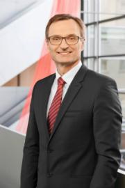 Josef Hasler, Vorstandsvorsitzender des kommunalen Energieunternehmens N-ERGIE, liebäugelt mit einer Verstaatlichung der Übertragungsnetze.