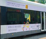 Ein Jahr lang wirbt eine Straßenbahn für das Bremer Bürgertelefon.