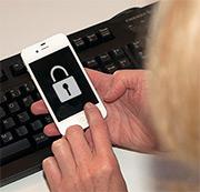 Die IT-Sicherheit von mobilen Endgeräten ist vor allem in Behörden nicht immer auf dem aktuellsten Stand.