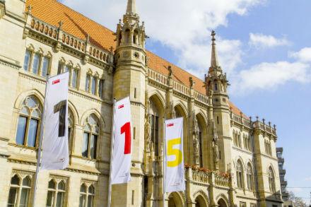 115-Flaggen vor dem Braunschweiger Rathaus.