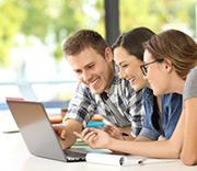 Schüler wünschen sich laut dem Monitor Digitale Bildung einen vielseitigeren Einsatz digitaler Medien im Unterricht.