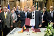 Vertragsunterzeichnung zur Städtepartnerschaft zwischen Heidelberg und Palo Alto in Heidelberg.