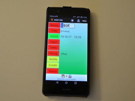In Vreden erfassen die Mitarbeiter des Ordnungsamts Parkverstöße via Smartphone.