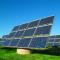 Nach Osten oder Westen ausgerichtete Solarpanele, die in den Morgen- und Abendstunden ernten, sind systemfreundliche Anlagen.