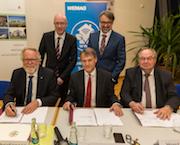 Unterzeichnung des Zuwendungsvertrags für den Breitband-Ausbau in drei Regionen des Landkreises Ludwigslust-Parchim.