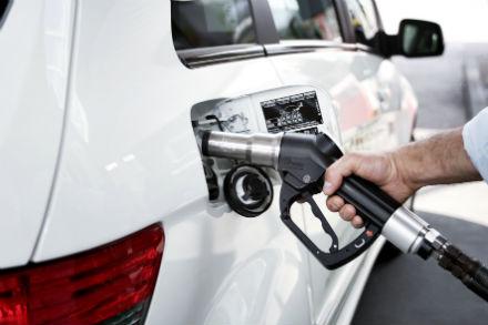 Gas statt Bezin tanken: Die EU-Kommission erkennt regenerative Kraftstoffe weiter nicht an.