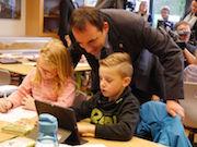 Die Grundschüler in Grävenwiesbach arbeiten ab sofort mit ActivBoards und Tablets.