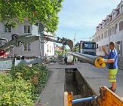 Verlegung von Nahwärmerohren: Kommunale Gebäude als Kernelement eines Wärmenetzes im Ortsteil.