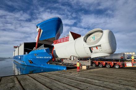 Cuxhaven: Während der Beladung können Schiffe bald ihre Dieselgeneratoren abschalten.