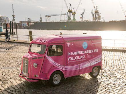 Vollgas für schnelles Internet: Telekom versorgt die Gewerbegebiete im Hamburger Hafen mit Glasfaser.