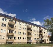 Erste Mieterstrom-Anlagen der Stadtwerke Bitterfeld-Wolfen sind auf Mietshäusern der Wohnungsgenossenschaft  Wolfen in Betrieb gegangen.