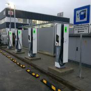 Mit Ladeleistungen von 175 kW und 350 kW können E-Autos in fünf Minuten für 100 Kilometer Reichweite laden.