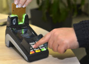 An den Schaltern der Kfz-Service-Center in Soest und Lippstadt kann nur noch mit Karte gezahlt werden.