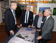 Der interaktive Tisch im Haus Püllen bietet Platz für bis zu vier Besucher, die sich gleichzeitig über die Gemeinde Wachtendonk und den Naturpark informieren können.