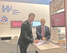 Vertragsunterzeichnung auf der E-world 2018: Wilken und IVU verlängern ihre Partnerschaft.