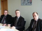 BKG-Präsident Hansjörg Kutterer (Mitte) gemeinsam mit Vertretern des Landes Mecklenburg-Vorpommern bei der Unterzeichnung des TopPlus-Web-Open-Kooperationsvertrags.