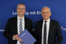 Der Mainova-Vorstandsvorsitzende Dr. Constantin H. Alsheimer (l.) und Mainova-Vorstandsmitglied Norbert Breidenbach präsentieren den aktuellen Geschäftsbericht 2017.