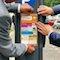 In Hameln können Parkplätze künftig auch digital bezahlt werden – die Parkscheinautomaten werben dafür.