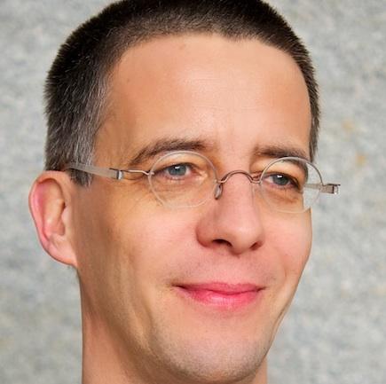 Dr. Martin Wind