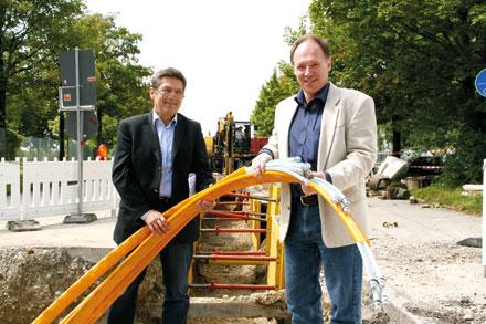 Oberhaching: Glasfaser parallel zum Nahwärmenetz verlegt.