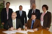 Unterzeichnung der Verträge zum Bau einer Bürger-Biogasanlage im Katlenburger Rathaus.