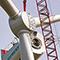 Während an Land neue Windkraftanlagen entstehen, gerät der Zubau auf See ins Stocken.