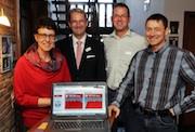 Familie Ratayczak aus Gangelt im Kreis Heinsberg sind die ersten NEW-Kunden, die mit dem Glasfaserangebot des Unternehmens schneller surfen.