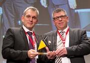 Ralf Levacher und Wolfgang Müller nahmen den VKU-Innovationspreis für die Stadtwerke Saarlouis entgegen.