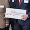 Vertreter der dena-Energieeffizienz-Kommunen Magdeburg und Remseck am Neckar bei der Verleihung der Auszeichnung auf dem dena-Energieeffizienzkongress.